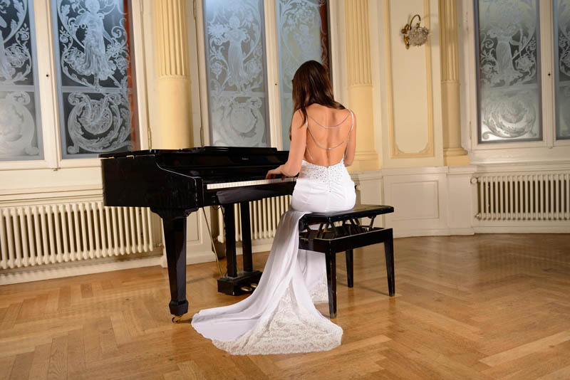 Bride playing piano at wedding reception halls athens area venue southern suburbs barin events 14