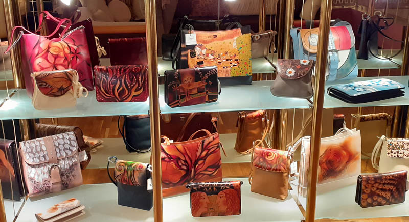 Women handbags display in gallery 04