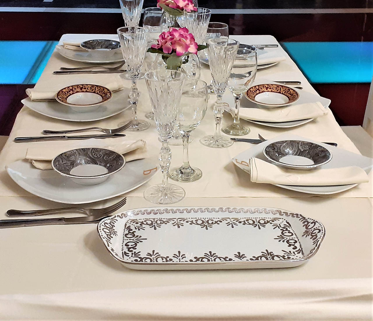 Wedding table decoration dishes athens reception halls barin events